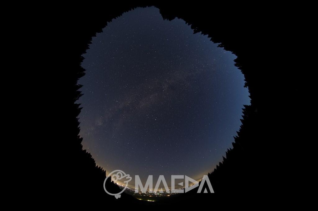 大仙市の夜景と天の川